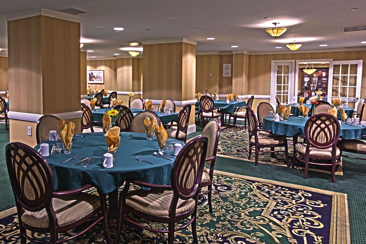 Brandywine Living at The Savoy Dining Room