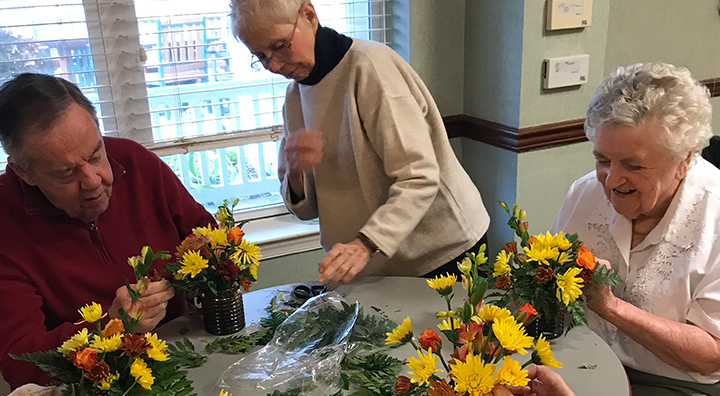 Brandywine Living at Wall Residents Make Flower Arrangements